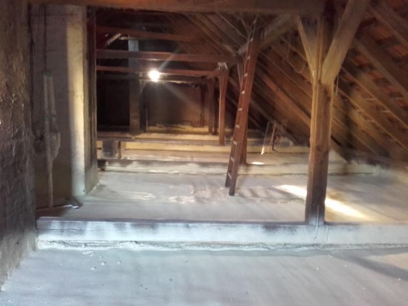 Zateplení půdy polyfunkčního domu, Brušpek, Polotvrdá pěna